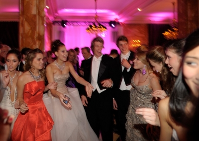 Le_Bal_des_debutantes_2009_Paris_debs_dancing